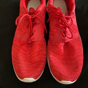 Nike Roshe - Men Sz. 11 - RED